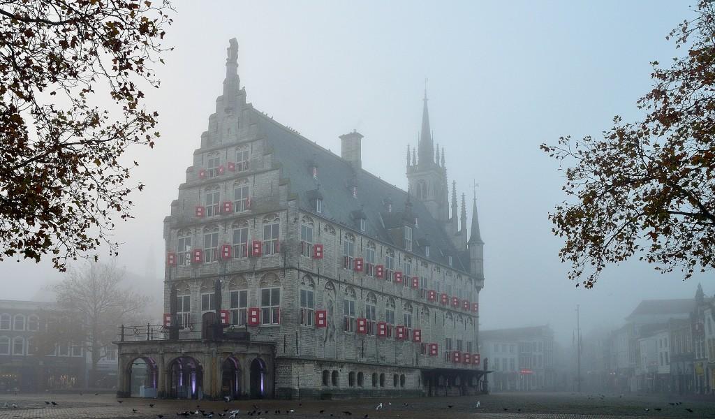architectuurfotografie gouda in de mist