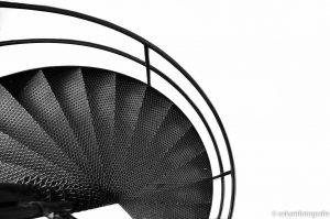 architectuurfotografie van nelle trap