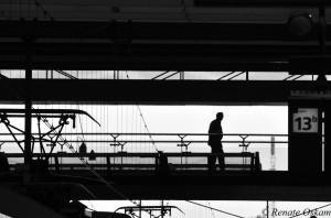 straatfotografie station rotterdam silhouet